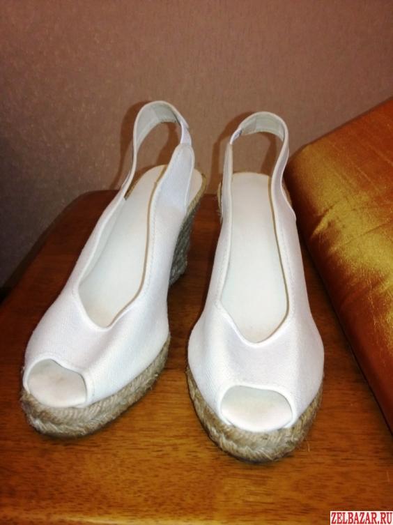 Продам белые босоножки ткань