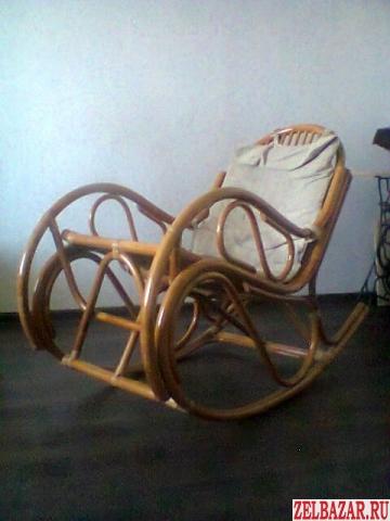 продаю кресло-качалку из ротанга